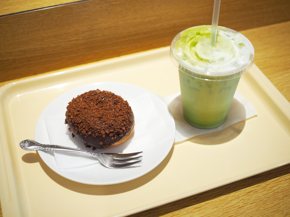 チョコクランチドーナツ、抹茶オーレ(S・ICE)@ハニーミツバチ珈琲