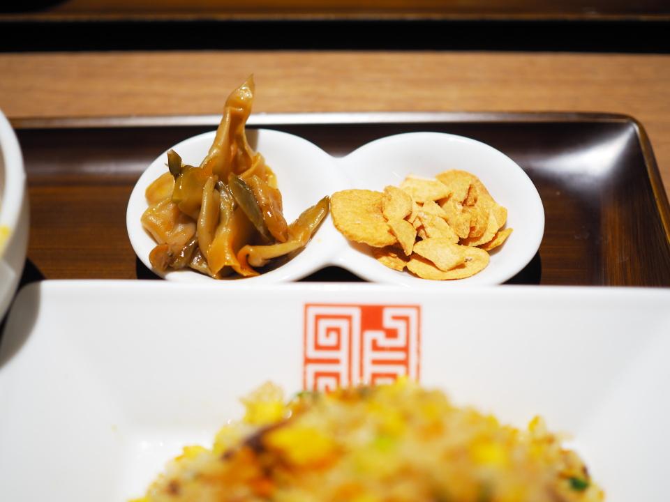 炒飯、餃子@正式担担麺美食庁・四川辣麺