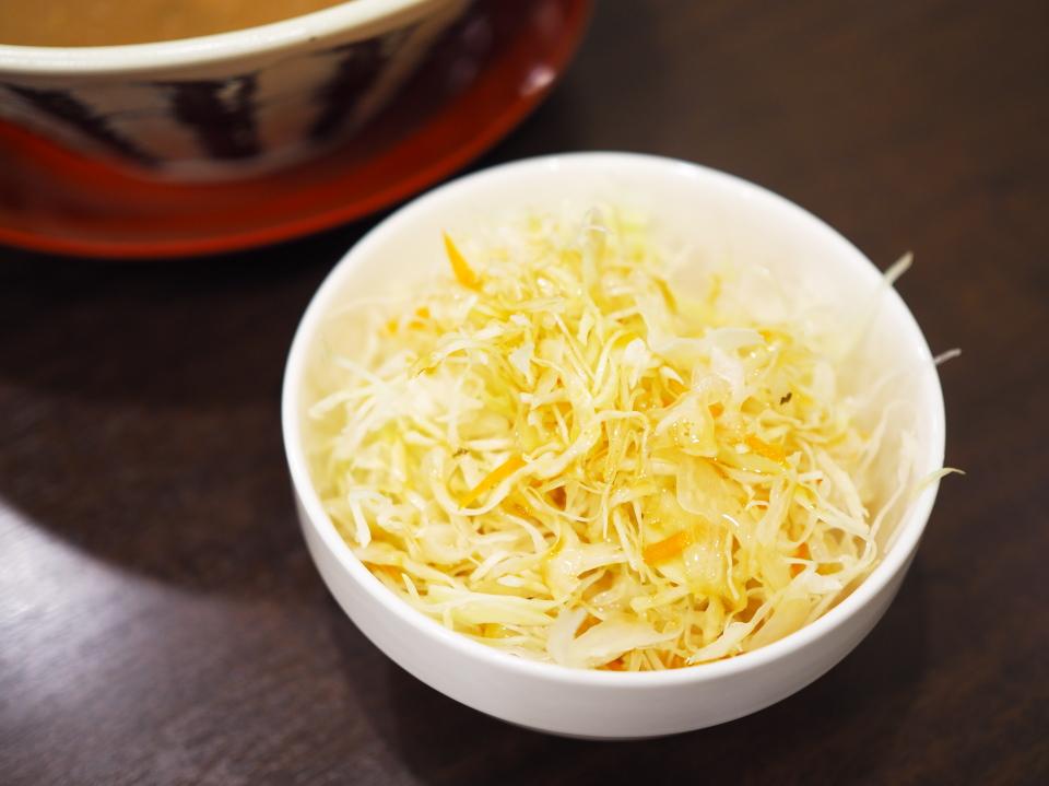 無料のサラダバー@豚骨ラーメン・つけ麺・極味
