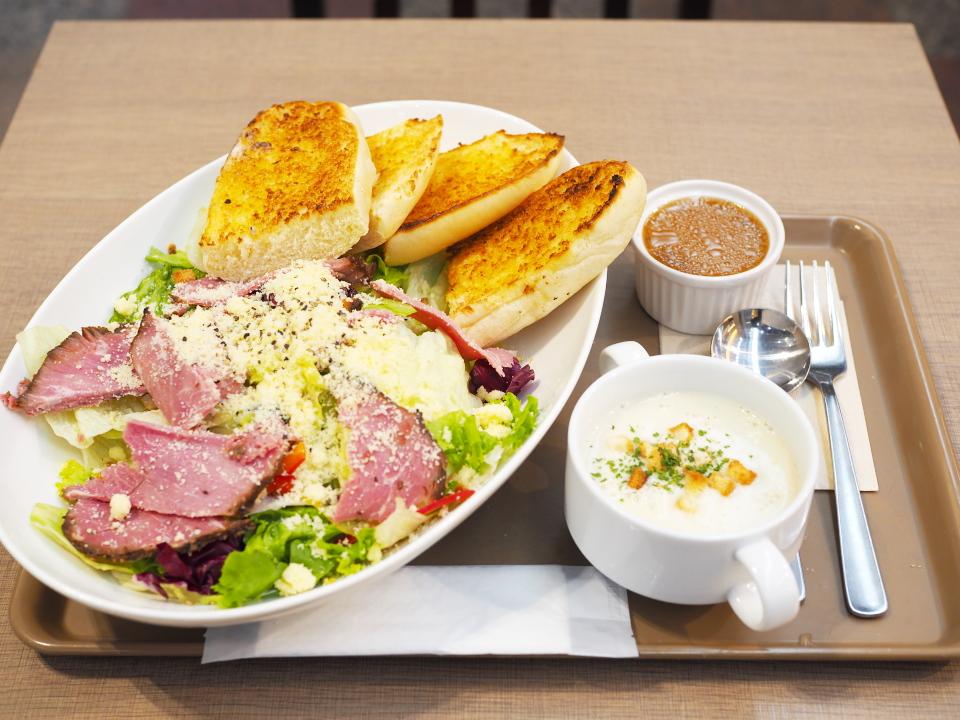 ローストビーフサラダ、スープセット@プロムナードカフェ・クリスタ長堀店