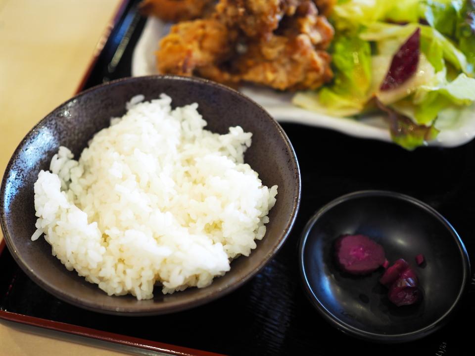 唐揚げ定食のご飯@屋台居酒屋・大阪満マル・加古川店