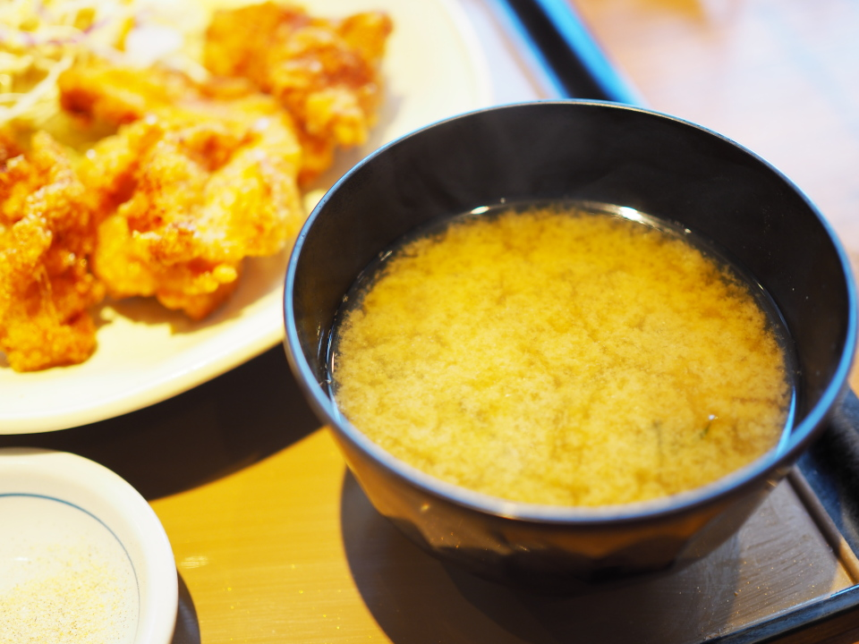 から揚げ定食のお味噌汁@やよい軒