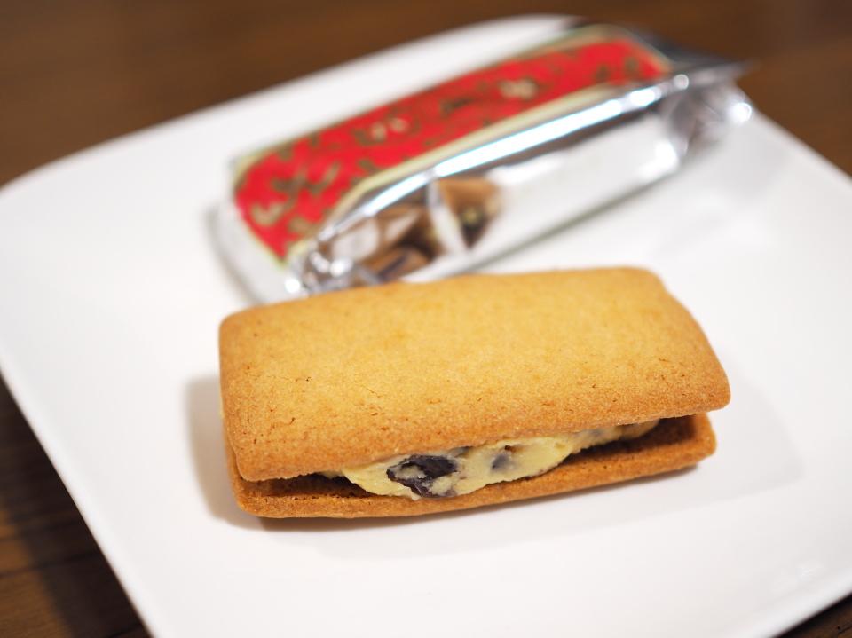 マルセイバターサンドはホワイトチョコレートと100%のバターをサンド