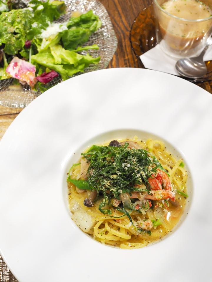 パスタランチ(紅ズワイガニと冬野菜のオイルソースパスタ・黄ゆずの香り、リーフサラダ、スープ)@金星パスタカフェ