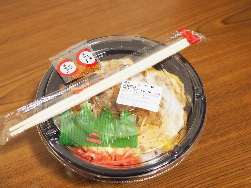牛とじロースかつ丼のお弁当箱@ほっともっと