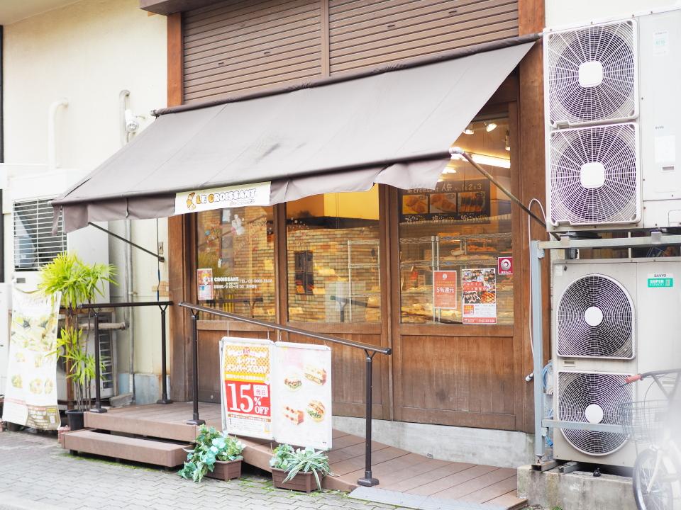 城東区東中浜にあるパン屋、ル・クロワッサン・東中浜店の外観