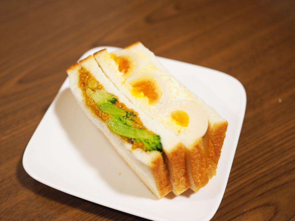 大豆ミートキーマカレーと煮たまごのサンド@ル・クロワッサン