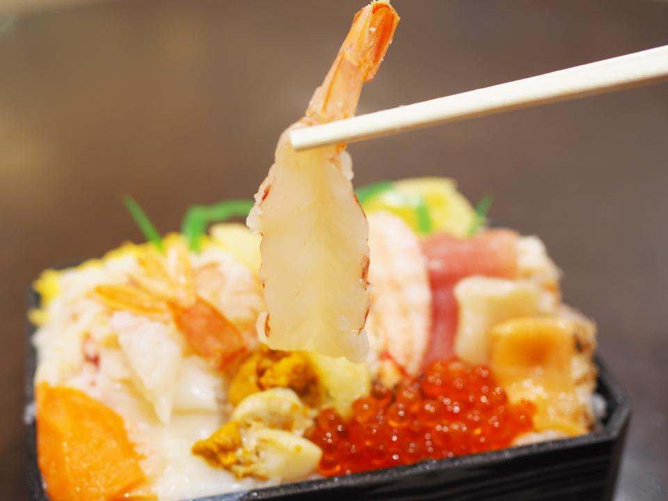 北海道の鮨・龍儀の海鮮丼も期待できる海鮮12品盛り弁当