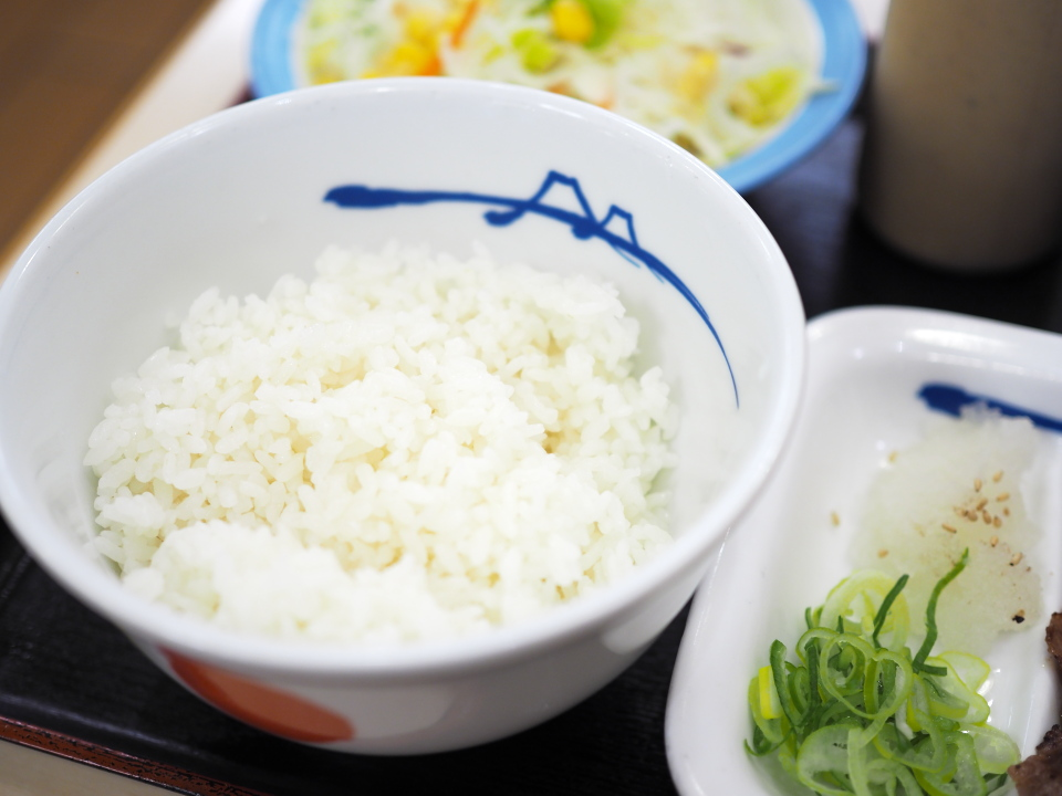 松屋の牛焼肉W定食はお肉が2倍でライス大盛もしくは特盛無料
