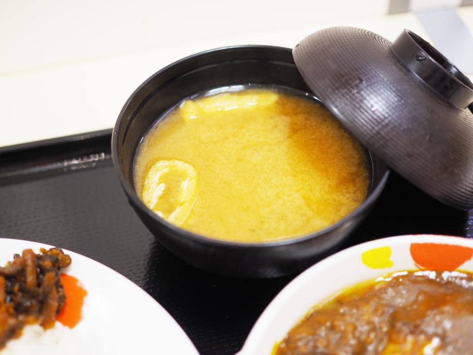 松屋の創業ハンバーグビーフカレーはお味噌汁付き