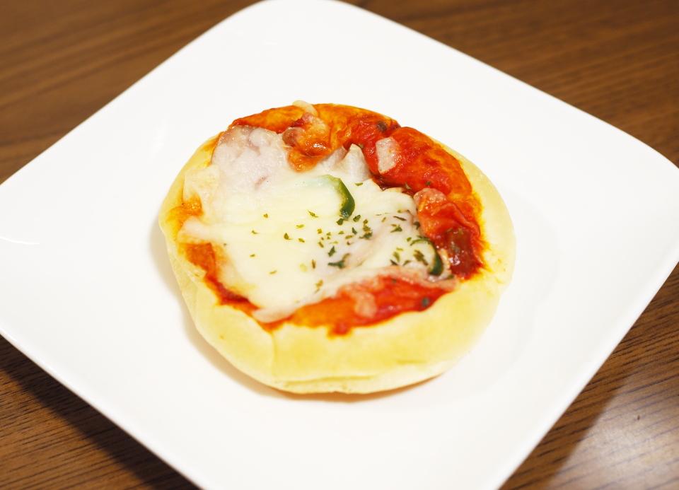 ブーランジェリー・レプティ・アンジュへのミックスピザ