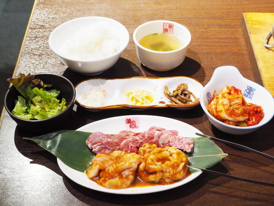 焼肉・李朝園・布施店のホルモン焼定食の値段