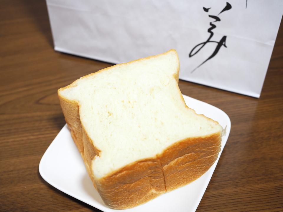 乃が美・はなれ・布施店の高級「生」食パン1斤を切ったところ