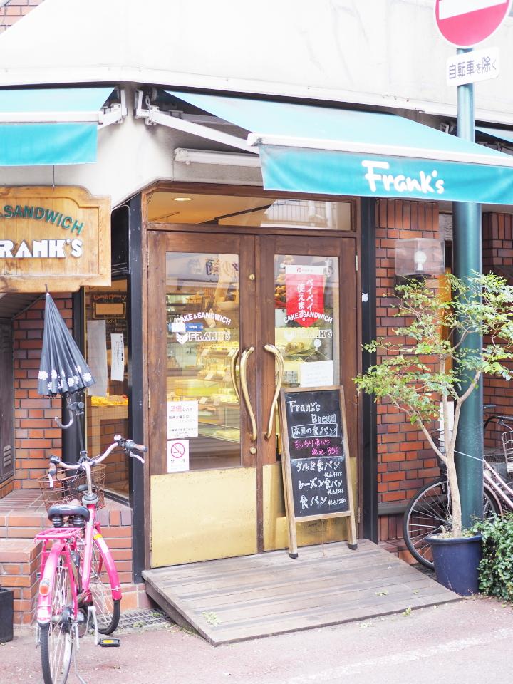 小阪のパン屋・フランクス(Frank's)の外観