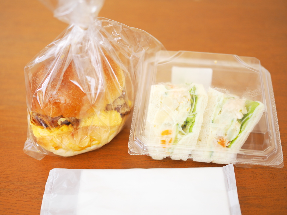 小阪のパン屋・フランクス(Frank's)のバーガーとサンドイッチ