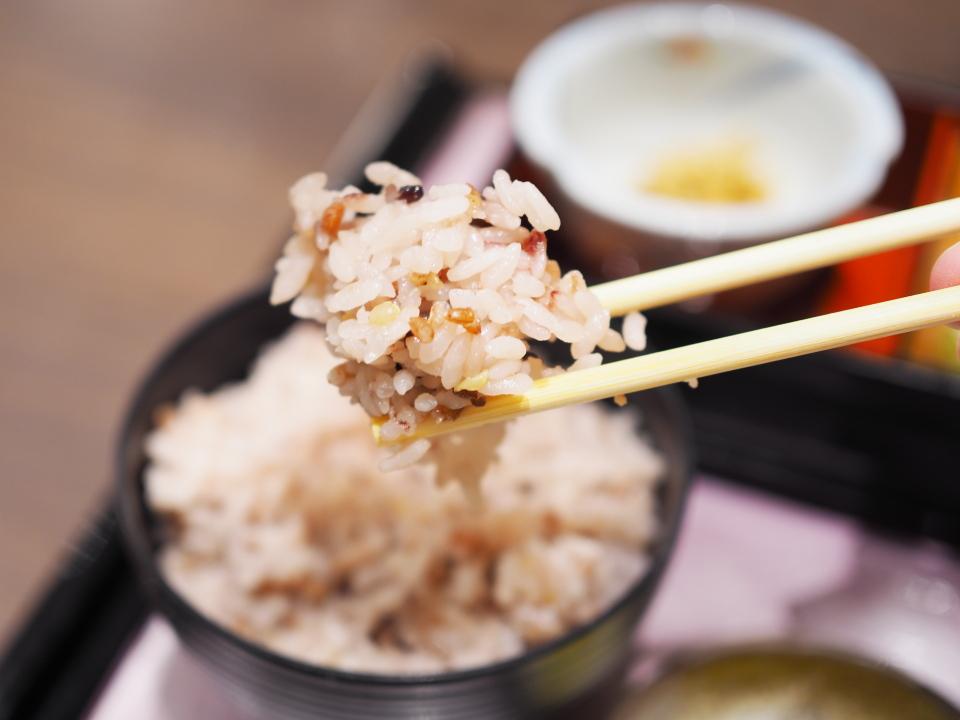 和食甘味・かんざしのとろろ・唐揚げ御膳のさくら十穀米