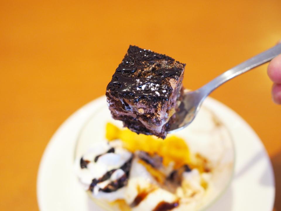 和食さとのミニチョコパフェにはプチショコラケーキ