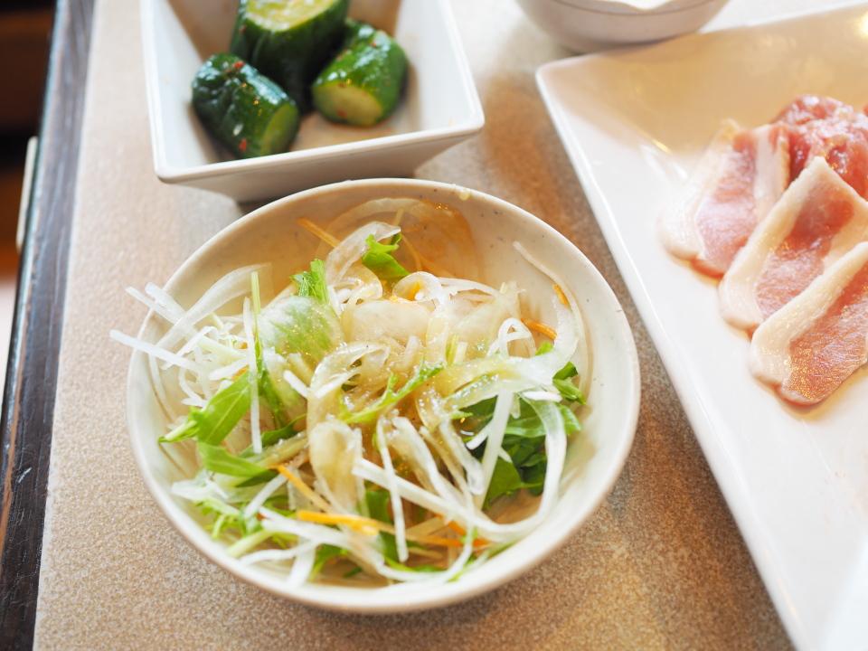 じゅうじゅうカルビ深江橋店の塩三昧ランチのサラダは美味しい