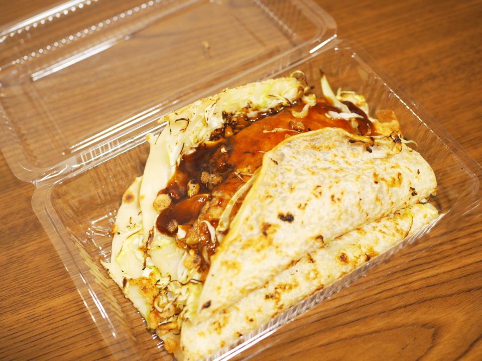 洋食焼のキャベツ焼は160円という安さ
