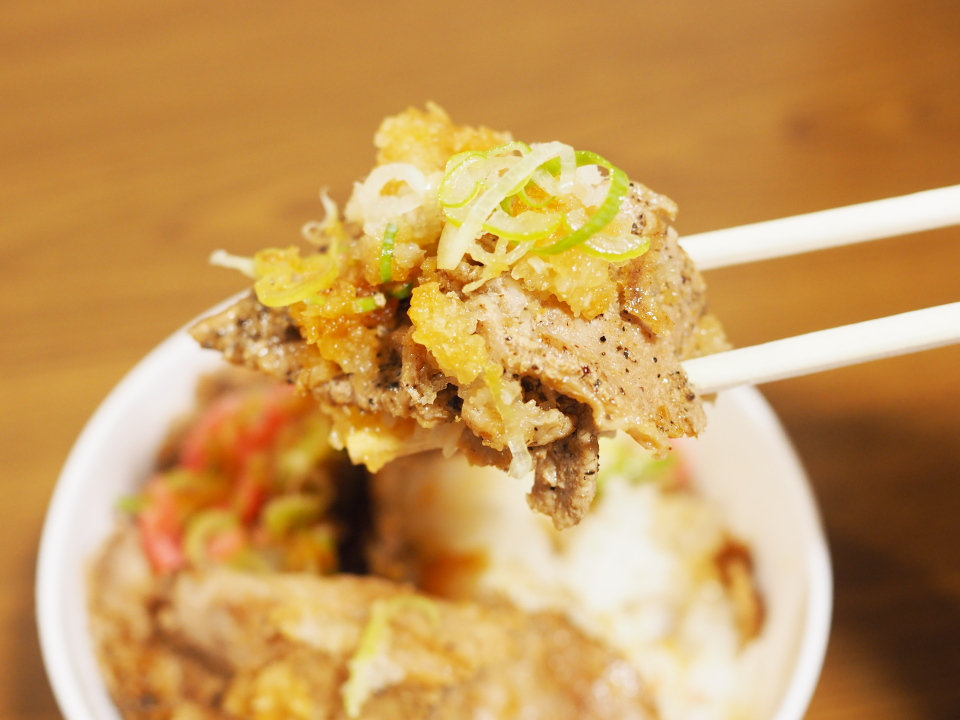 松屋の豚肩ロースの豚焼肉丼弁当はテイクアウト限定