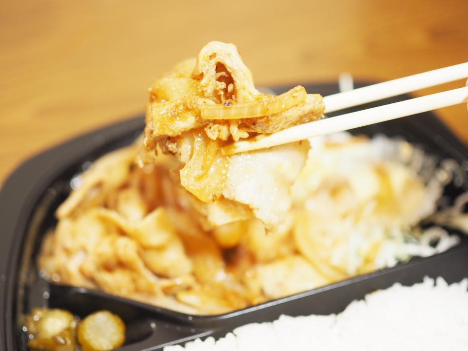 オリジン弁当の生姜焼き弁当には玉ネギと豚バラ