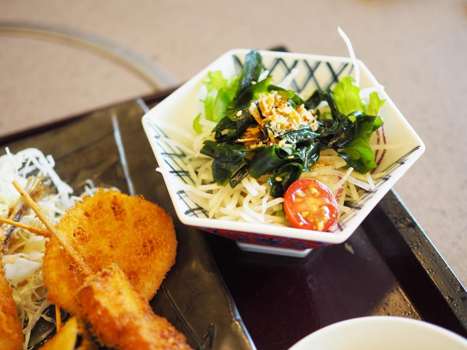 かごの屋のサービスランチ・昼膳にはサラダが付いてくる