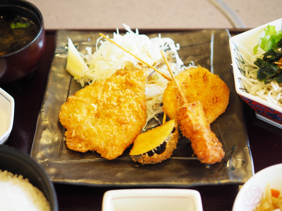 かごの屋の昼膳はこの日はアジフライと串揚げ3種盛合せ