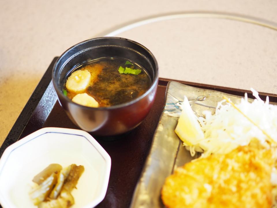 かごの屋のサービスランチ・昼膳にはお味噌汁が付いてくる