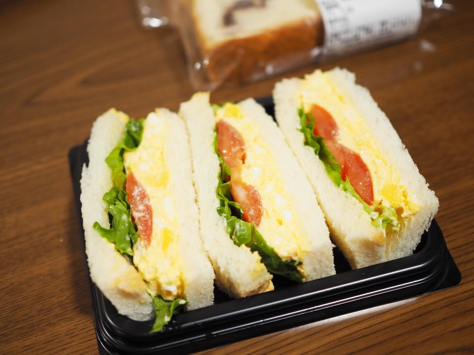 パン屋・小麦の郷の彩り野菜のたまごサンド