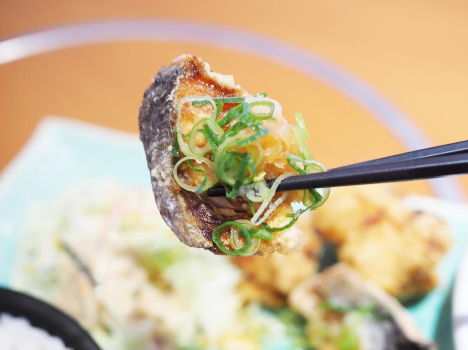 和食さと日替り定食の鮭唐揚げおろしポン酢