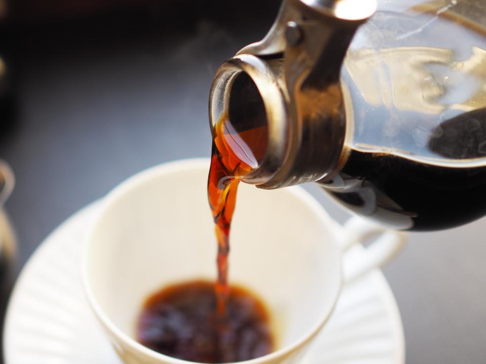 倉式珈琲店は自分でカップに注ぐので1.5倍の量