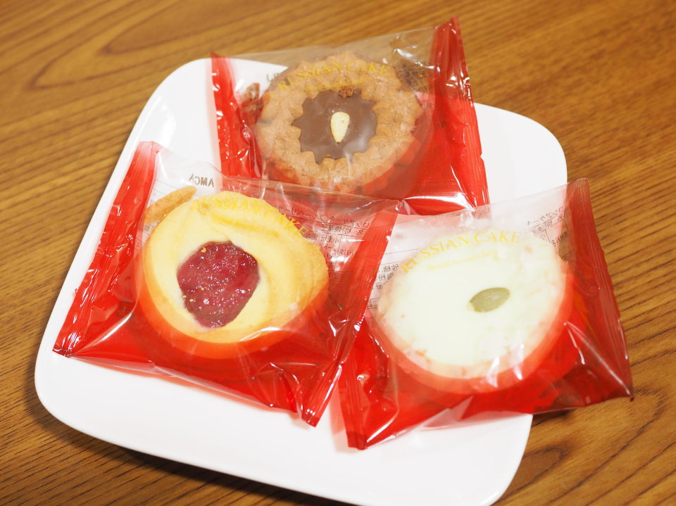 栄光堂製菓のロシアケーキはピーナッツホワイトやエディマカロン、パールチーズなども