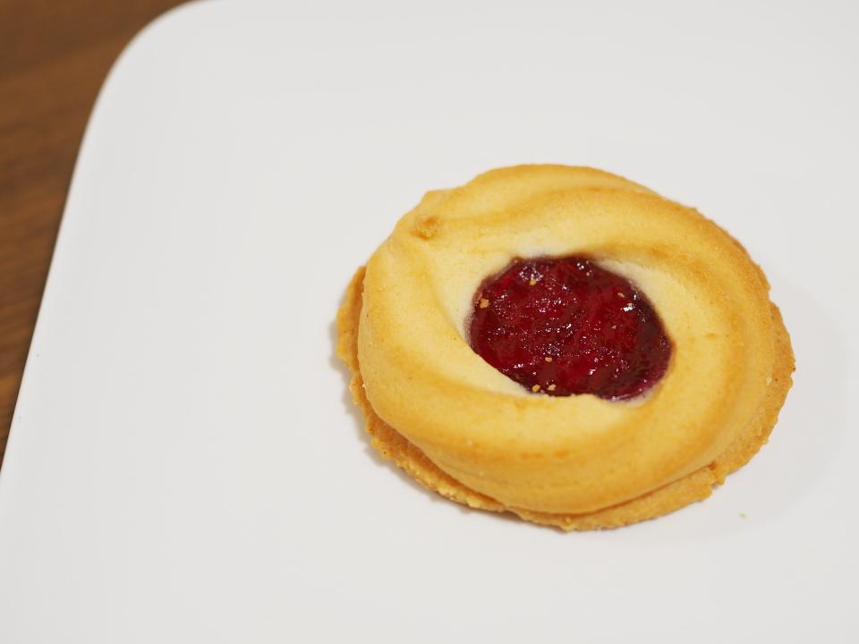 栄光堂製菓のロシアケーキ・ブルーベリーサン