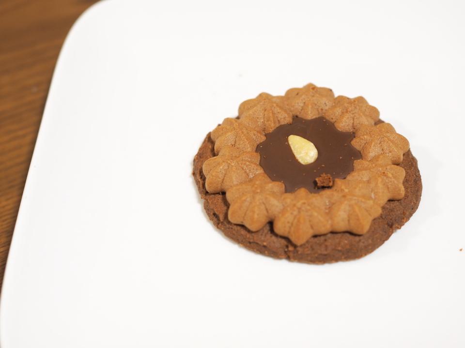 栄光堂製菓のロシアケーキ・チョコシード