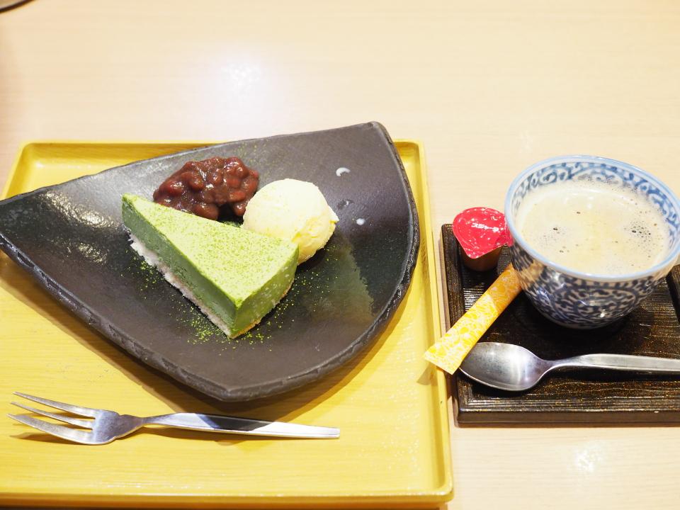 おひつごはん四六時中・鶴見店のケーキ&ドリンクセット