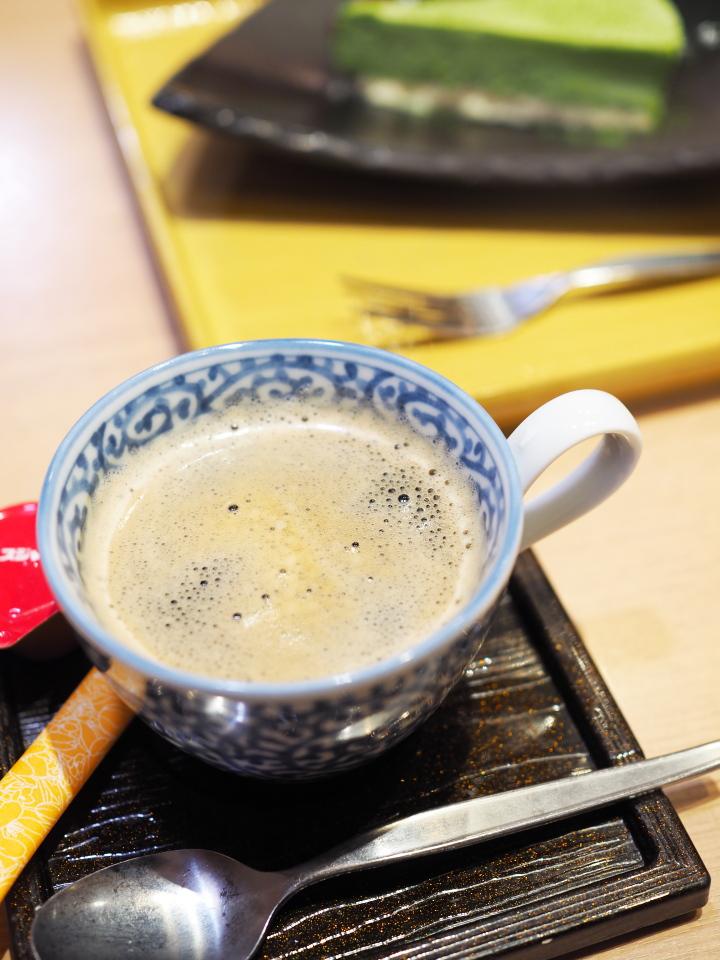 おひつごはん四六時中・鶴見店のケーキ&ドリンクセットのホットコーヒー