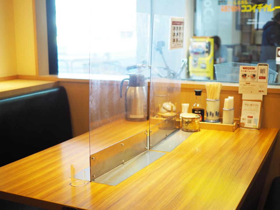 やよい軒・小阪店はコロナ対策もバッチリのアクリル板