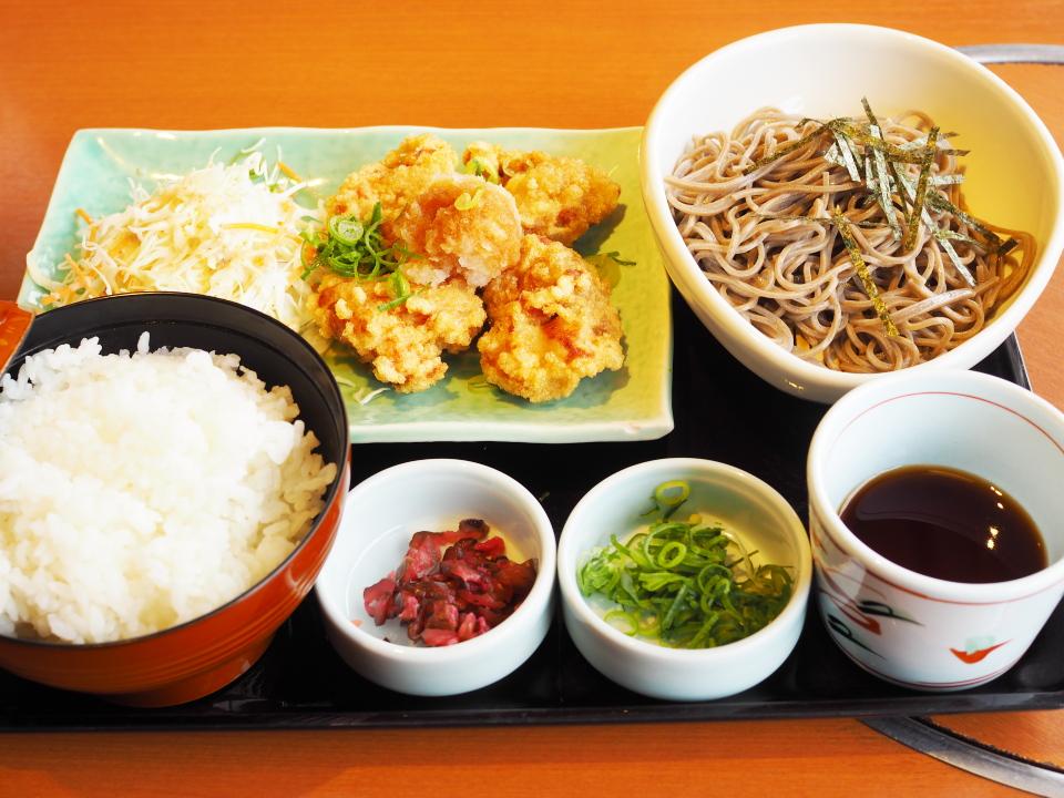 和食さとの日替り定食(若鶏の唐揚げおろしポン酢)