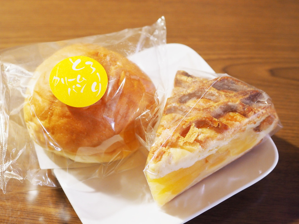 鳴門屋製パンのとろ~りクリームパン、アップルパイ
