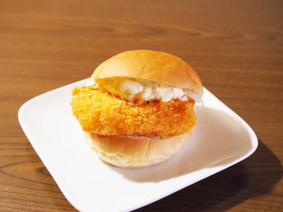 小麦の郷にはWソースの目玉焼きレタスハンバーガーもあり