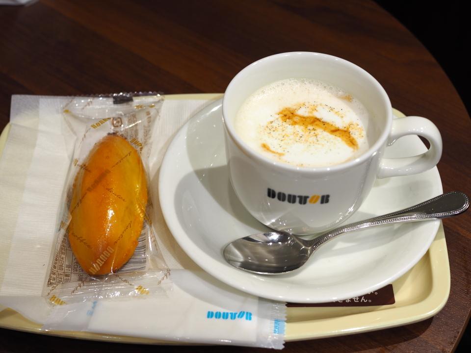 ドトールコーヒーショップ・本町店のきなこ豆乳ラテ、スイートポテト