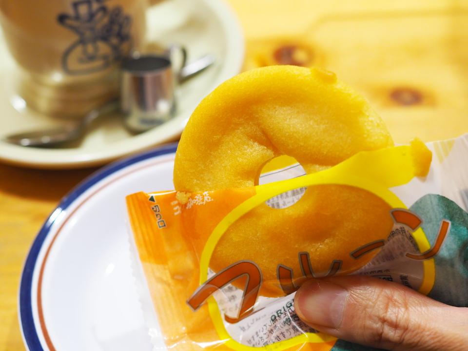 コばらにほっこり、コメダのおやつ・マルーンはメープルが香るふんわり食感のベイクドケーキ