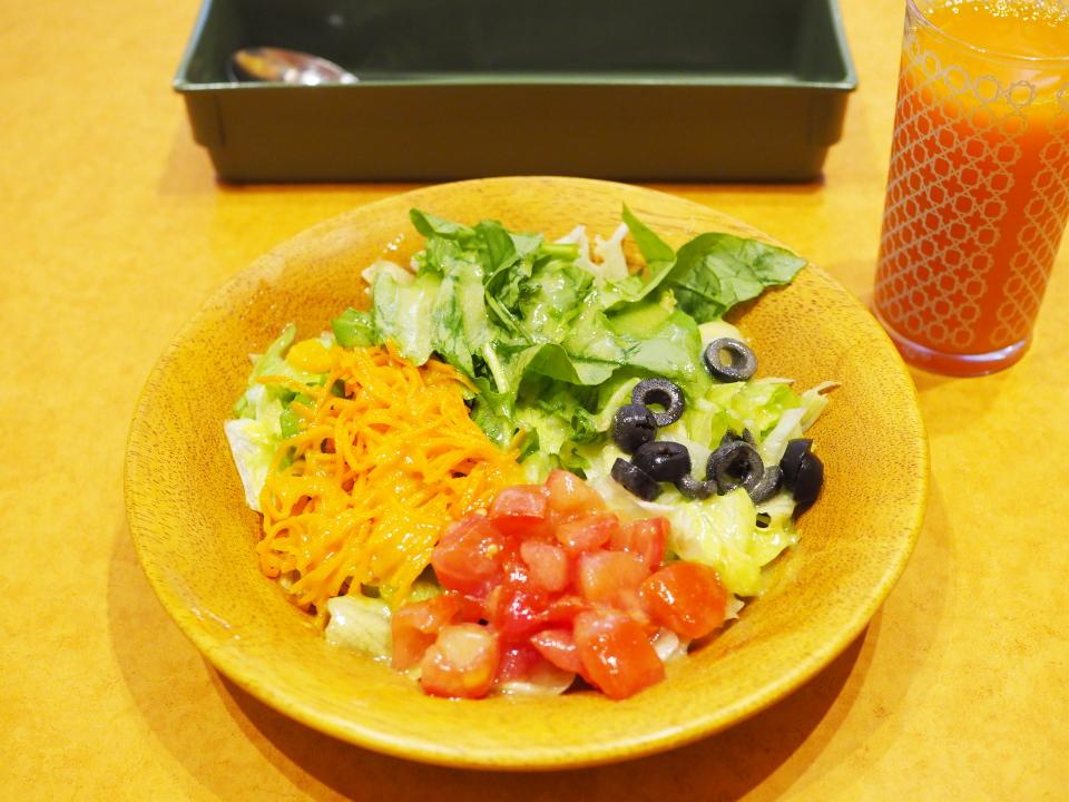 サイゼリヤのガーデンサラダは野菜とオリーブオイルをたっぷり使ったドレッシングですが、変更可能