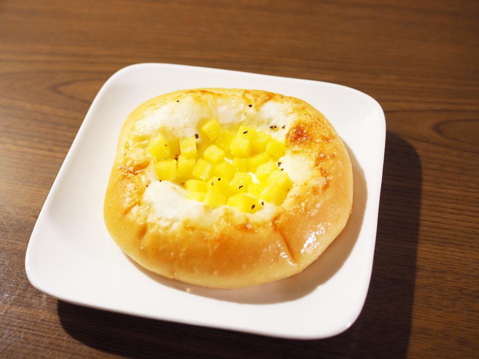 阪急ベーカリー香房のロックチーズ