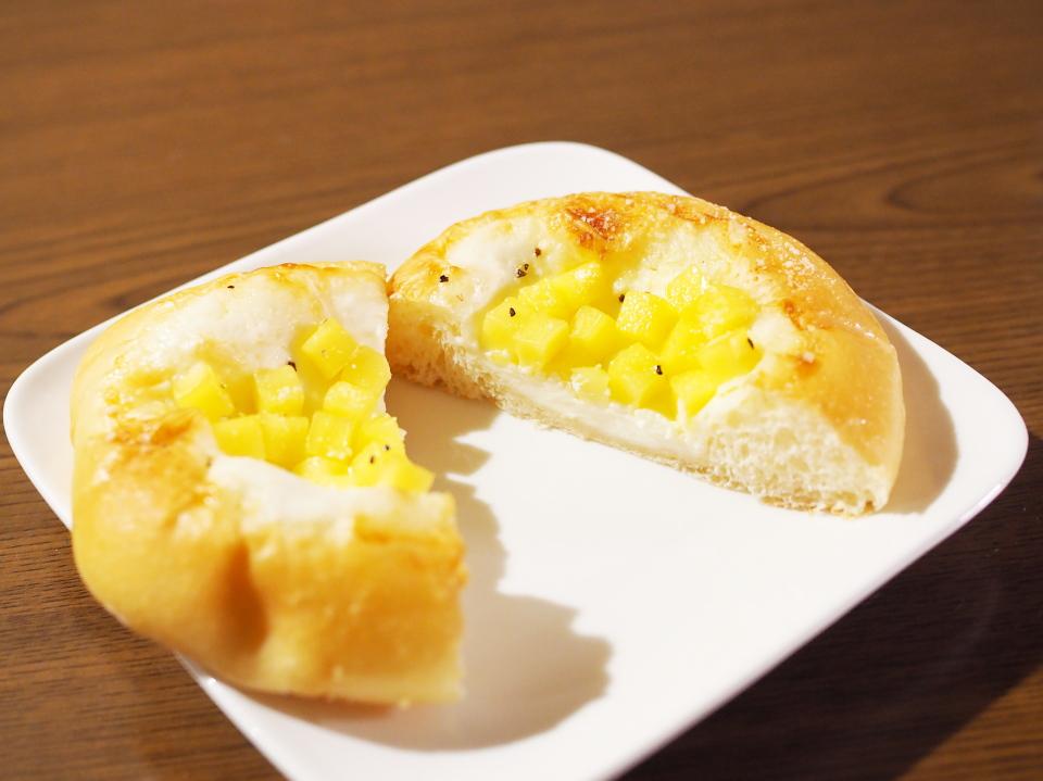 阪急ベーカリー香房のパンは100円の他にも扱う