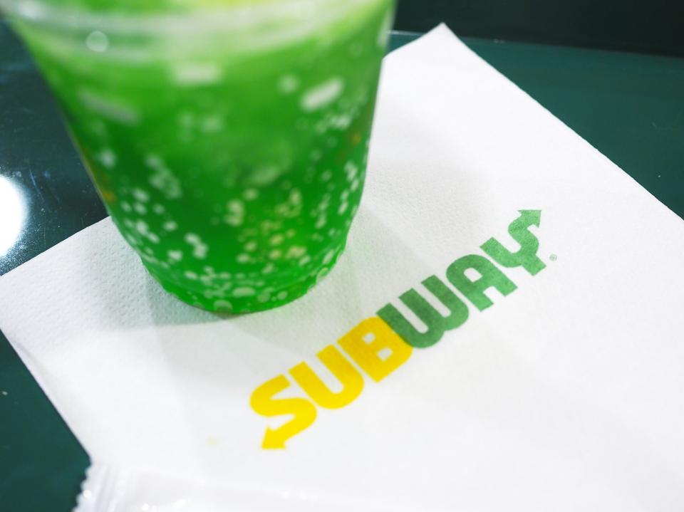 サブウェイ・北心斎橋店へのアクセスは大阪メトロ心斎橋駅から徒歩