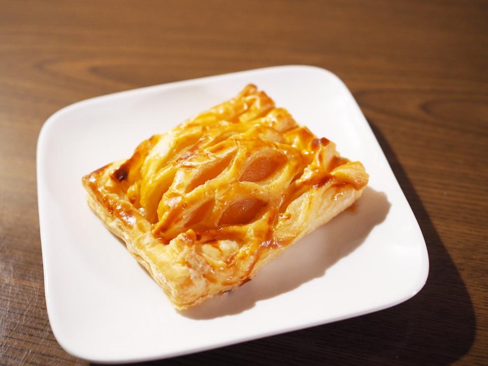 小麦の郷・ライフ玉造店のサクサクりんごパイ