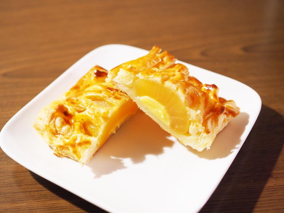小麦の郷にはサクサクりんごパイと至福のアップルカスタードパイがある
