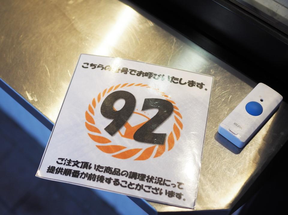 吉野家・北巽店は番号札をもらって弁当を購入