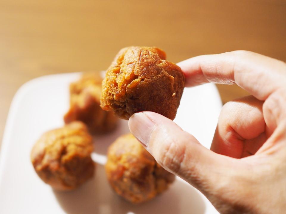 沖縄の伝統揚げ菓子「さーたーあんだぎー」
